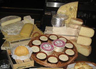 Vive Le Cheese (3)